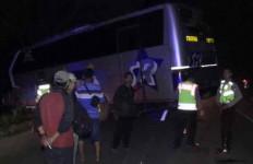 Sopir Kaget, Bus Sugeng Tabrak Pejalan Kaki - JPNN.com