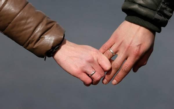 Istri Sah Gerebek Suami di Rumah Pelakor, Geger! - JPNN.com
