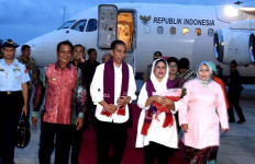 Presiden Jokowi Hadiri Ritual Adat Suku Bugis - JPNN.com