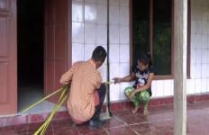 Tanah Bergerak dan Retak, Rumah Warga Hancur - JPNN.com