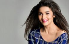 Pengalaman Buruk Si Cantik Alia Bhatt 'Dikeroyok' Penggemar - JPNN.com