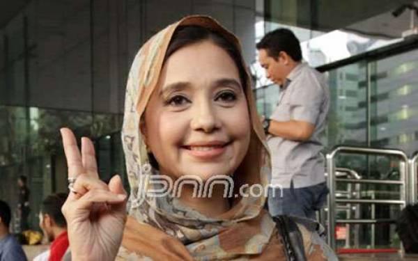 Ayu Azhari Mengaku Pernah Diajak Menikah Siri oleh Vicky Prasetyo - JPNN.com