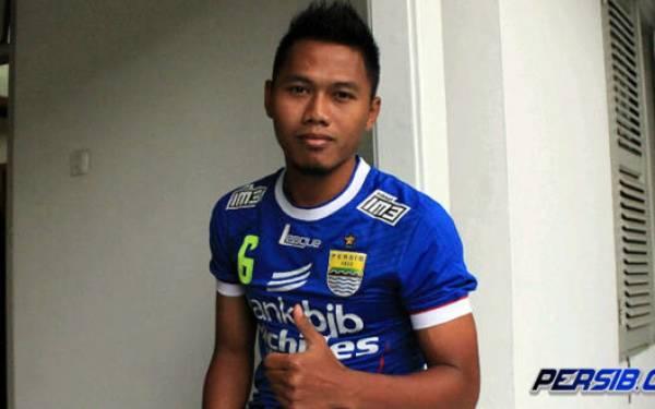 Persib Bandung Tak Perpanjang Kontrak Tony Sucipto - JPNN.com