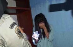 Hindari Razia, Pria Ini Sembunyikan Pasangannya di Lemari - JPNN.com