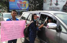 Pemuda NKRI Kirim Pesan Persatuan Lewat Bunga Mawar Merah dan Putih - JPNN.com