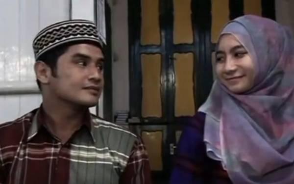 Cinta Ditolak Putri Pak Camat, Pria Mualaf Menikahi Gadis Buta Lumpuh - JPNN.com