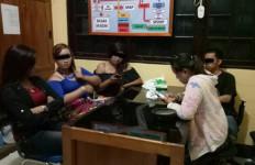 Mbak-Mbak di Karaoke Ditangkap, Ada Cowoknya Satu - JPNN.com