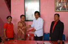 Ketua Almisbat Dairi Daftar Balon Wakil Bupati via PDIP - JPNN.com