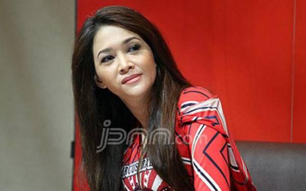 Tata Janeeta dan Maia Estianty Saling Curhat, Singgung Sang Penggoda - JPNN.com