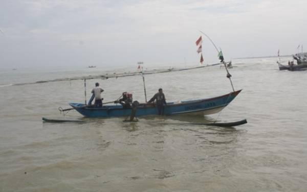 Solar Langka, Nelayan Tidak Melaut - JPNN.com