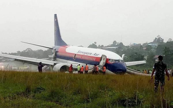 Begini Penampakan Pesawat Sriwijaya Air Patah As Roda di Manokwari - JPNN.com