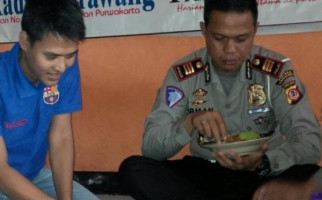 Detik-detik Pak Polisi Bantu Ibu Melahirkan di Tol Cipali, Mengharukan Sekali - JPNN.com