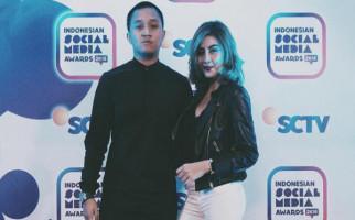 Alfatihah, Yasin dan Bunga Awkarin untuk Sang Mantan - JPNN.com