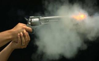 Remaja Todongkan Pistol Pakai Kaki, Dikira Lelucon, Ternyata! - JPNN.com