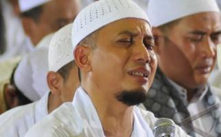 Anak ke-8 Ustaz Arifin Ilham Lahir dari Bidadari Ketiga - JPNN.com