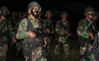 Detik-detik Baku Tembak Prajurit TNI vs KKSB, Pratu Sirwandi Gugur - JPNN.com