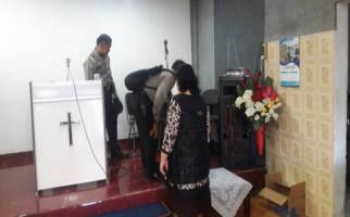 Gereja Dilempar Bom Molotov, Warga Tidak Takut - JPNN.com