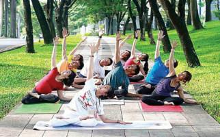 Manfaat Yoga untuk Tubuh dan Pikiran Awet Muda - JPNN.com
