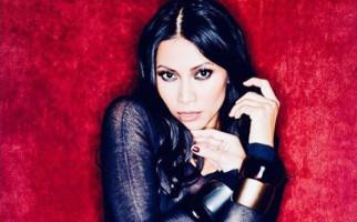 Anggun C Sasmi Kritik Peziarah yang Selfie di Makam BJ Habibie - JPNN.com