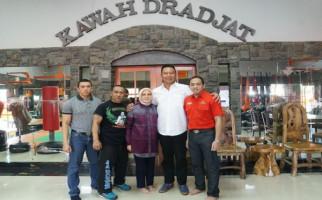 Aa Boxer Guru Besar Tarung Drajat Pilih Dukung Kang Hasan - JPNN.com