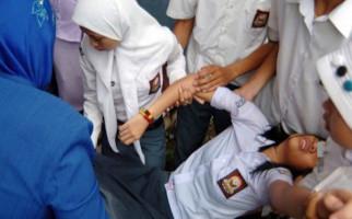 Puluhan Pelajar SMAN 1 Mendadak Menjerit dengan Mata Melotot - JPNN.com