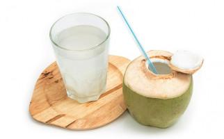 5 Manfaat Air Kelapa Bagi Kesehatan - JPNN.com
