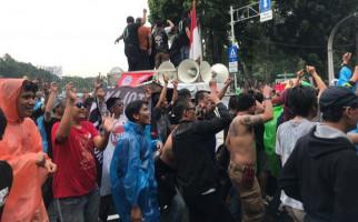 Aksi Demonstrasi Pengemudi Taksi Online, Satu Pingsan - JPNN.com