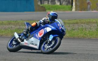 Duplikasi Galang Hendra Kuasai Kelas Yamaha R15 Junior Pro - JPNN.com