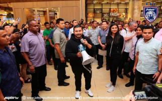 Bak Sinterklas, Pangeran Johor Hamburkan Rp 3 M di Mall - JPNN.com