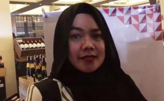 Sarita Abdul Mukti Hapus Foto Vicky Prasetyo - JPNN.com