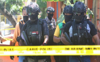 Densus Tangkap Jaringan Pelaku Bom Bunuh Diri di Pospol Kartasura - JPNN.com