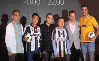 Amal untuk Sinabung: Jersey Del Piero Terjual Rp 80 Juta - JPNN.com