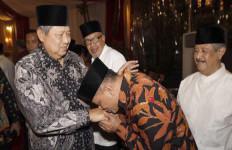 Cium Tangan Presiden Berkah Jadi Kepala Negara - JPNN.com