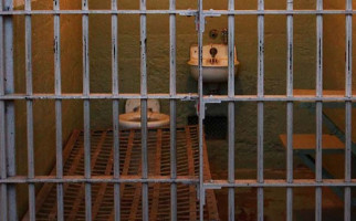 Takut Kena Virus Corona, Puluhan Napi Berusaha Kabur dari Penjara - JPNN.com