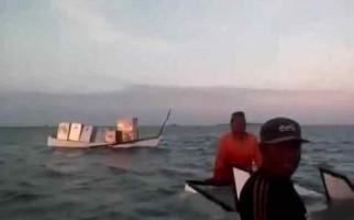 Perahu Pembawa Kotak Surat Suara Tenggelam di Laut - JPNN.com