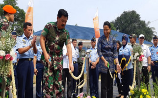 Bu Rini Serah Terima Kunci Kompleks Rumah Dinas TNI AU - JPNN.com