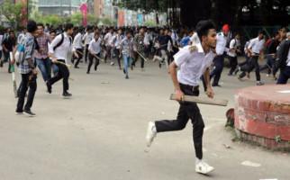 Gara-Gara Unggahan Facebook, Muslim Bangladesh Bentrok dengan Polisi - JPNN.com