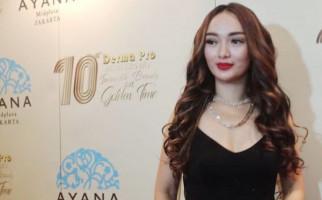 Zaskia Gotik Terharu Bisa Berangkatkan Orang Tua Beribadah Haji - JPNN.com