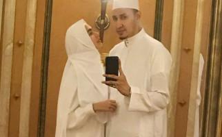 Suami Kartika Putri Positif Covid-19, Putri Sambungnya Menangis - JPNN.com