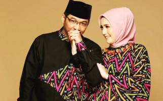 9 Tahun Berumah Tangga, Adelia Sering Bikin Pasha Ungu Marah? - JPNN.com