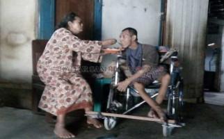 Memilukan! Suami Buta, Istri Lumpuh, Anak Gangguan Mental - JPNN.com