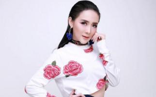 Ucie Sucita Nekat Manggung di Pinggir Pantai, Nih Alasannya - JPNN.com