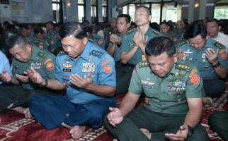 Presiden Jokowi Harus Tegas Tolak Perwira TNI Aktif Diberi Jabatan Sipil - JPNN.com