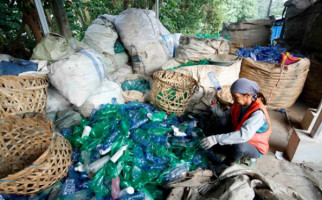 Larangan Penggunaan Plastik Ancam Kehidupan Pemulung - JPNN.com