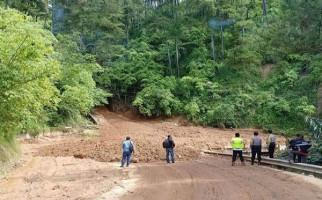 Jembatan Sidua-dua Kembali Diterjang Longsor - JPNN.com