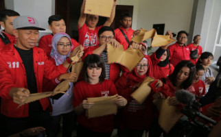 PSI Gelar Aksi Sobek Amplop di DPRD Malang - JPNN.com