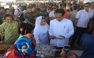 Presiden Jokowi dan Bu Rini Berdialog dengan Ratusan Nasabah Mekaar - JPNN.com
