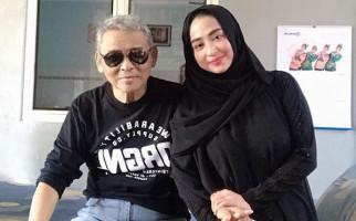Sempat Kritis, Ayah Dewi Perssik Kini Tak Bisa Bangun - JPNN.com