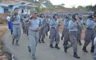 CPNS Peserta Paramiliter Kompak Memikul Senjata - JPNN.com