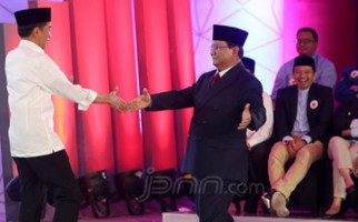 Keluar dari Stagnasi, Jokowi Makin Jauh Tinggalkan Prabowo - JPNN.com